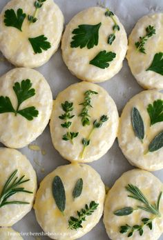 Dress up your bread basket with herb-laminated biscuits. From frozen to fancy in 30 minutes! I saw this idea for beautiful herb-laminated biscuits to dress up your bread basket in the September iss… Frozen Biscuits, Bread Art, Good Food, Yummy Food, Biscuit Recipe, Cooking Light, Brunch, Food And Drink, Gourmet