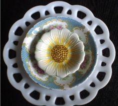 Glass Plate Flower Tutorial   Found on concretenprimroses.blogspot.com
