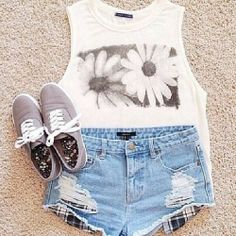 Cute casual shorts outfit. Everyday outfit.
