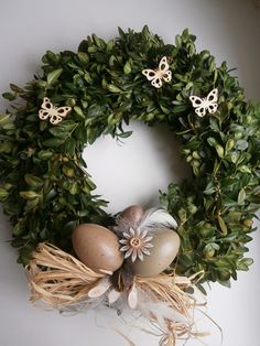 Egg Designs, Diy Wreath, Spring Crafts, Easter Eggs, Christmas Wreaths, Diy And Crafts, Projects To Try, Lily, Holiday Decor