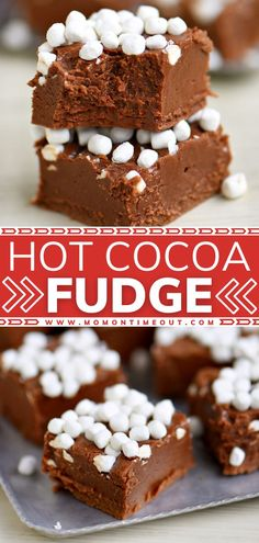 Check your pantry – you have all the ingredients for the perfect holiday treat! Topped with marshmallow bits, you won't be able to resist this rich, creamy, decadent Hot Cocoa Fudge. Whip up a batch of this delicious candy recipe for an easy and festive Christmas dessert! Best Dessert Recipes, Candy Recipes, Fun Desserts, Cookie Recipes, Easy Holiday Desserts, Winter Desserts, Christmas Fudge, Christmas Snacks, Christmas Cooking