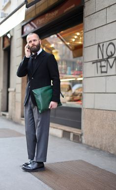 The always dapper Angelo Flaccavento Hipster Grunge, Grunge Goth, Queer Fashion, Grey Fashion, Mens Fashion, Over The Top, Stylish Men, Men Casual, Men's Street Style Photography