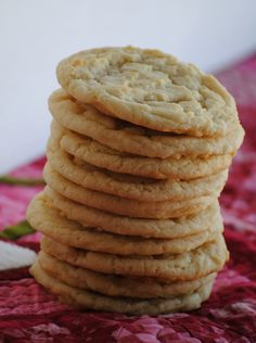 The Farm Girl Recipes: Almond Butter Sugar Cookies (made with almond extract and not almond butter) Healthy Dessert Recipes, Just Desserts, Delicious Desserts, Yummy Food, Yummy Yummy, Fun Food, Butter Sugar Cookies, Sugar Cookies Recipe, Cookie Recipes