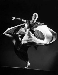 Dancer and choreographer Martha Graham captured in a photo by Gjon Mili, 1941 Gjon Mili, Martha Graham, Punch And Judy, Black White, Dance Movement, Film Inspiration, Contemporary Dance, Modern Dance, Lets Dance