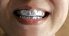 Как отбелить зубы обычной фольгой / Как сэкономить