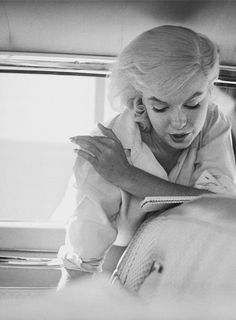 """"""" Marilyn on the set of """"The Misfits"""" (1961). Photographed by Eve Arnold. """""""