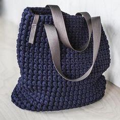 Everyday Tote Bag/ Crochet Shoulder Bag/ Everyday Woman's Bag/ Shopper Bag/ Tote Bag/ Everyday Bag Tote/ Navy Tote/ Crochet Tote Recycled Gehäkelte Einkaufstasche / Schultertasche von KnitKnotKiev Crochet Tote, Crochet Handbags, Crochet Purses, Free Crochet, Chunky Crochet, Chunky Yarn, Tshirt Garn, Crochet Shoulder Bags, Diy Sac