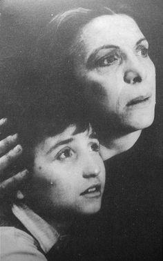 """Η σπουδαία ηθοποιός, Ελένη Ζαφειρίου στην ταινία """"Πικρό ψωμί """"του Γρηγόρη Γρηγορίου το 1951.(Σπάνιο αρχείο από το Μουσικό Θέατρο)"""