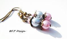 Hier biete ich Euch ein schönes Paar Perlenohrringe in Pastellfarben(hellblau+rosa). An Bronzeohrhaken (Nickelfrei).