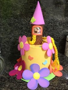 Discover recipes, home ideas, style inspiration and other ideas to try. Rapunzel, Funky Hats, Cool Hats, Easter Hat Parade, Crazy Hat Day, Silly Hats, Zeina, Hat Crafts, Crazy Socks