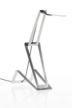 Sleek slim minimal thin collapsible steel lighting cut from a single sheet of metal for minimal waste. Well thought out indeed… I like it. The illumination system of Flaca, based on LED technology, require only 6 watts. Metal Sheet Design, Sheet Metal, Lamp Design, Lighting Design, Custom Lighting, Tole Pliée, Simple Desk, Metal Projects, Sustainable Design