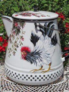 so French country! blk/wht large enamelware coffee pot, so great for decorating on shelf, table center piece Chicken Painting, Chicken Art, Rooster Kitchen, Regal Design, Rooster Decor, Chickens And Roosters, Milk Cans, Tole Painting, French Country Decorating