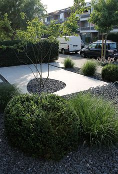 The Texture change between the concrete slab and the pebbles is typical oriental inspiration