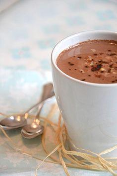 Chocolat chaud au lait de coco, lait d'avoine & noix de pécan { Vegan }  http://www.lesrecettesdejuliette.fr.