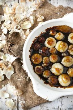 Balsamicobakt løk oppskrift ½ kg perleløk, eller ev. sjalottløk 1 dl balsamico 2 ss olivenolje 2 ss brunt sukker Salt og nykvernet pepper Forvarm ovnen ...