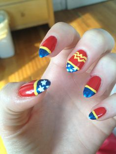 Wonder Woman nails.. Sister, I can do this for you!