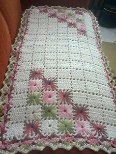Boa Noite, Meninas!!! Espero que estejam todas bem!!! Hoje trago duas sugestões de tapetes de sala para vocês!!! O primeiro é este tapet...