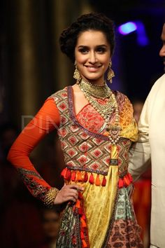 Shraddha Kapoor walked the ramp for ace designer JJ Valaya at the finale of the BMW India Bridal Fashion Week 2014 held in the capital. New Saree Designs, Choli Designs, Blouse Designs, Indian Bridal Fashion, Bridal Fashion Week, Sari Shop, Prettiest Actresses, Latest Designer Sarees, Indian Sarees Online