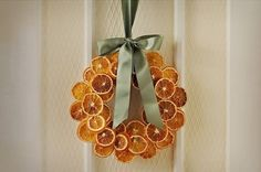 Christmas DIY: dried citrus wreath: dried citrus wreath: dry oranges at 200 degrees for about 6 hours