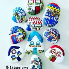 50 Amazing Painted Rocks Houses Ideas You'll Love Stone Crafts, Rock Crafts, Diy And Crafts, Arts And Crafts, Stone Art Painting, Pebble Painting, Pebble Art, Rock Painting Ideas Easy, Rock Painting Designs