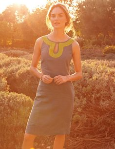 Santorini Shift --- Shift into gear in this easygoing A-line with a pretty keyhole detail that frames your face.