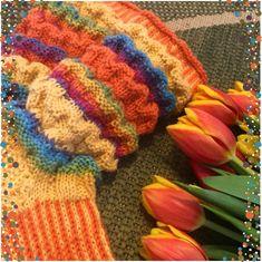 Neuloosi vaivaa neljässä sukupolvessa. Isomummi 96v, mummi 68v, minä 45v ja minun lapset 20, 18, 14 ja 10v. Puikot viuhuu! :) Crochet, Wave Pattern, Chrochet, Crocheting, Knits, Hand Crochet