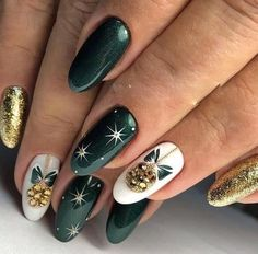 If you are looking for some Christmas green nail art ideas. We have Collected elegant Christmas nail art ideas for you. If you are looking for some Christmas green nail art ideas. We have Collected elegant Christmas nail art ideas for you. Cute Christmas Nails, Christmas Nail Art Designs, Holiday Nail Art, Xmas Nails, Winter Nail Designs, Winter Nail Art, Elegant Christmas, Christmas Time, Green Christmas