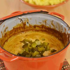 Retroherkku moskovanpata maistuu taivaalliselta pakkasella.