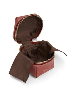 """Small jewelry box with all around zipper closure with extra lining to protect the jewelry. Interior: extra lining, logo-embossed Vintage tag. 100% recycled nylon lining. Dimensions: 2.5"""" x 2.5"""" x 2.5"""" Style: DARLING-VINTAGE"""