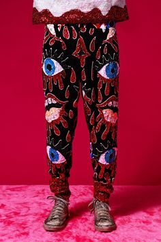 ARTISINAL BATIK BLOODLIPS SEQUINNED PANTS Sparkly Outfits, Cute Outfits, Fashion Line, Fashion Beauty, All Jeans, Discount Universe, Traditional Fashion, Fashion Seasons, Colourful Outfits