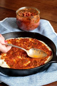 This delicious, super easy pizza sauce is better than anything you can buy and takes less than 20 minutes to make! Easy Homemade Pizza, Homemade Sauce, Pizza Recipes, Brunch Recipes, Pizza Casserole Low Carb, Quick Pasta Sauce, Best Pizza Dough, Fire Roasted Tomatoes, Make Ahead Meals