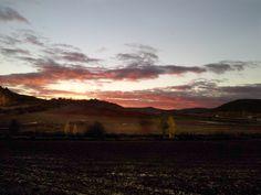 Nos cogió la noche con el cambio de hora. Anochecer en Villaescusa de las Torres. Palencia