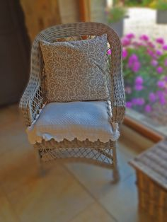 Old cane chair given a splash of Annie Sloan - lovely with the pink geraniums Pink Geranium, Old Stone Houses, Wicker Chairs, French Country House, Kitchen Chairs, Armchair, Flooring, Wood Floor, Annie Sloan