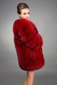 If you want to buy or collect vintage costume jewelry, learn what to look for and where to look. There is something for everyone who is interested in collecting vintage jewelry. Fur Fashion, Couture Fashion, Fashion Photo, Womens Fashion, Fashion Trends, Female Fashion, Fox Fur Coat, Fur Coats, Vintage Fur