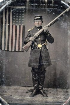 Awesome armed up Union Soldier with US flag