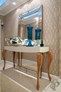 linda combinação - aparador + papel de Parede + espelho!