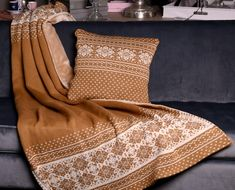 Knitted blanket and knitted cushion LittleEye. Knitted Cushions, Knitted Blankets, Brown Beige, Knitted Pillows, Knit Blankets