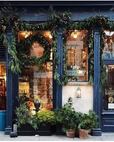 Roman and Williams Guild // NY Christmas Store Displays, Christmas Shopping, New York Weihnachten, Roman And Williams, Shop Fronts, Store Windows, Winter Scenes, Winter Christmas, Christmas Windows