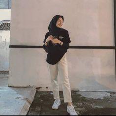 Modern Hijab Fashion, Street Hijab Fashion, Hijab Fashion Inspiration, Muslim Fashion, Style Fashion, Casual Hijab Outfit, Ootd Hijab, Hijab Fashionista, Outfit Look