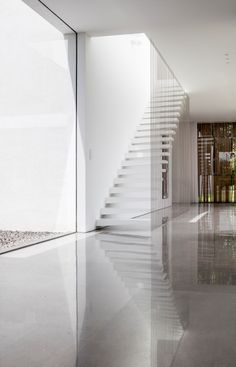 Pitsou Kedem Architects has completed a family home in Israel featuring living areas flanked by glazed walls that look out onto private courtyards Public Architecture, Minimalist Architecture, Architecture Interiors, Amazing Architecture, Modern Staircase, Staircase Design, Architect House, Architect Design, Interior Barn Doors