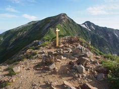 布引山山頂から鹿島槍ヶ岳を望む。大谷原から鹿島槍ヶ岳 北アルプス登山ルートガイド。Japan Alps mountain climbing route guide