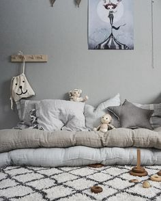 Grey is a calming colour that oozes style as we can see from this beautiful home. More pictures on today's post: http://petitandsmall.com/fall-love-gorgeous-grey-home/
