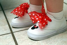 adorable DIY minnie mouse shoes, love the polka dot ribbon laces...I think I'd add a glitter to the shoes as well =)