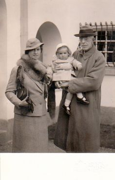 Princess Sibylla of Sweden with her grandfather-in-law, King Gustav V Adolf of Sweden, and her daughter, Princess Margretha of Sweden