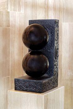 """Pieza única que forma parte de la """"Escalera Estelar"""" en el hall del Hotel Estela Barcelona de Sitges. Sitges, Lorenzo Quinn, Barcelona, Stairs, English, Stone, Unique, Decor, Art"""