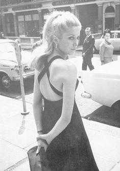 The beautiful Catherine Deneuve in the 1967 French film Belle de Jour Catherine Deneuve, Vintage Beauty, Hair Icon, I Love Cinema, Charlotte Rampling, French Actress, French Girls, Mode Vintage, Vintage Vogue