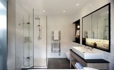 White & grey tiles bathroom