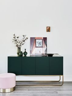 Gorgeous Green Console | Modern Design | Interior Design | Inspiration | via @estliving                                                                                                                                                                                 Mais