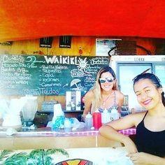 Con esta gente maravillosa recibimos el año y cerraremos la temporada #HoyEnLaIsla  @Regrann from @waikikiparguito -  #WAIKIKI  EN PLAYA PARGUITO.... - #regrann