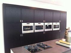 Keuken met kook eiland. Kitchens, Kitchen Cabinets, Home Decor, Projects, Decoration Home, Room Decor, Cabinets, Kitchen, Cuisine
